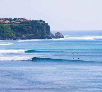 Dreamland surf spot, getting barreled